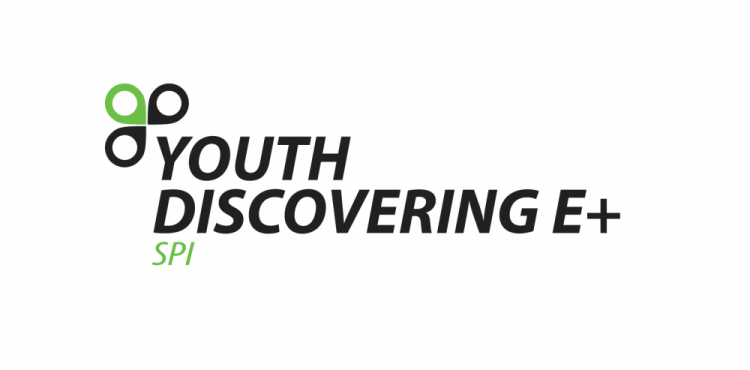 youth-discovering-e+